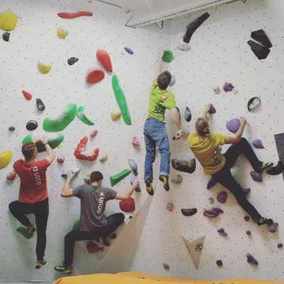 Guys from Marketing and Development team of OCÚN 🌸 went out having some fun at local gym yesterday 🧗🏻‍♂️ all shining in different colors.  #ocun #bouldering #bouldergym #engineeredforclimbing #thinkvertical