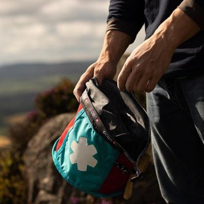 Roll-Down closure, brush holders on sides, zippered back pocket - that is our boulder bag - Engineered for Bouldering 📸by @s.howard_photo  #ocun #thinkvertical #engineeredforclimbing #engineeredforbouldering #bouldering #boulderbag #climbing